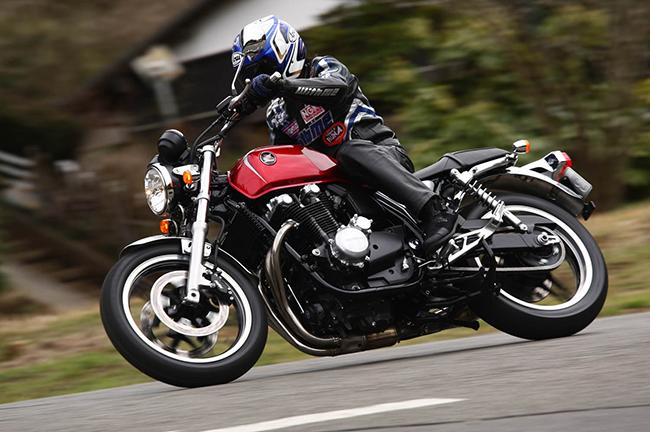 Honda-CB1100-accion