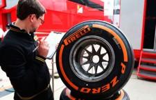 Pirelli culpa al circuito y los pilotos de los reventones en Silverston