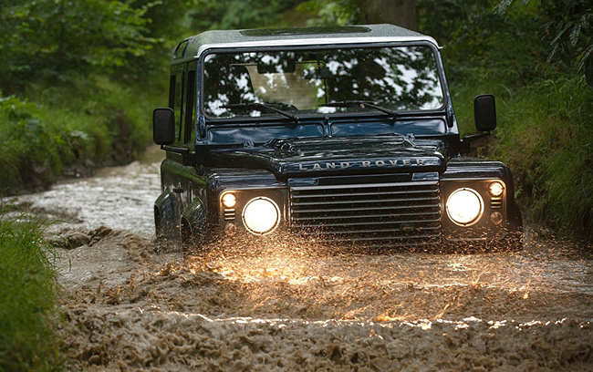 2013-Land-Rover-Defender-90-Deep-Mud