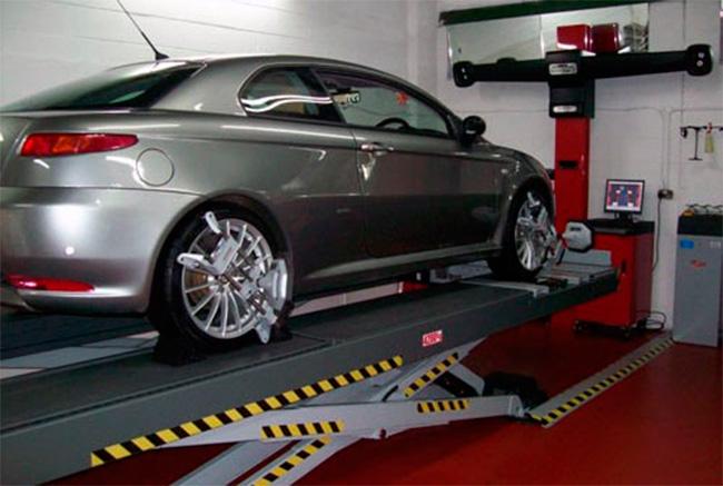 Revisa la alineación de tus neumáticos para evitar el desgaste interno