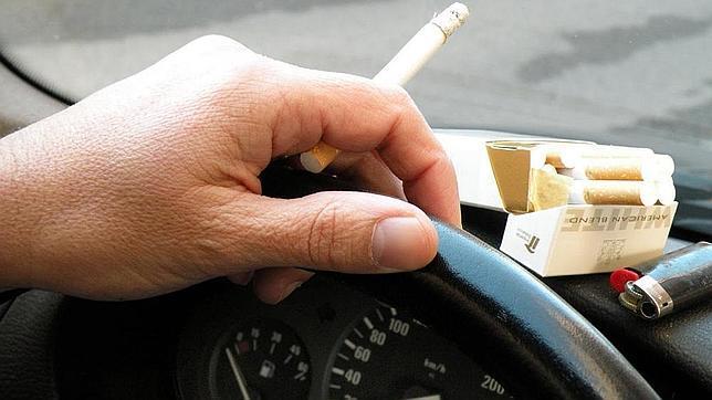 fumar-conduciendo