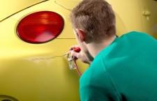 Consejos para reparar los arañazos del coche