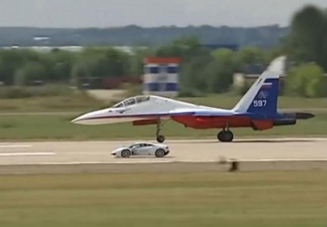 Lamborghini-Huracan-races-Sukhoi-Su-27-jet-fighter