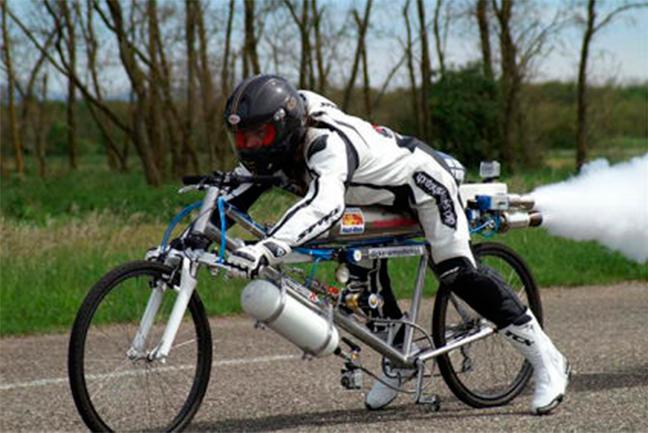 François Gissy bate el récord de velocidad con una bicicleta – cohete