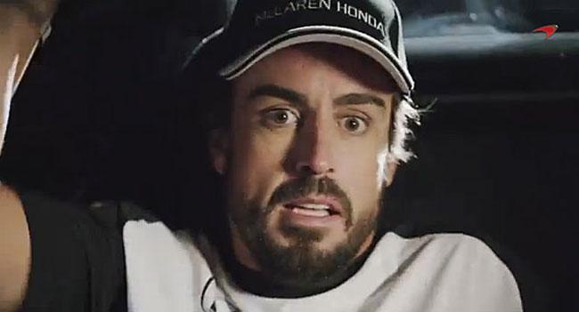 Alonso y Button protagonizan una parodia de 'Regreso al Futuro'