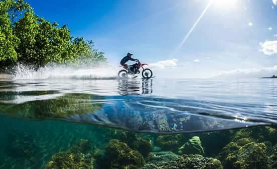 Robbie Madison es capaz de hacer surf en una moto